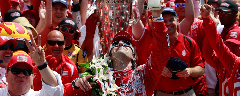 5-27-Dario-Salutes-Wheldon-With-Milk-Wide.jpg